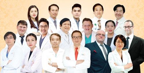 Đội ngũ bác sĩ trong và ngoài nước