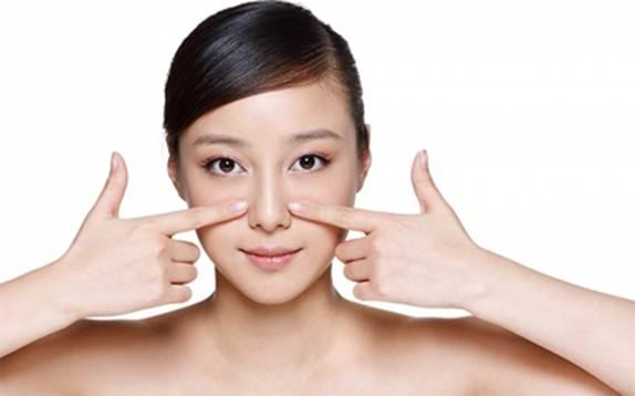 Massage cánh mũi làm mũi cao tự nhiên