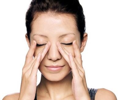Massage sóng múi giúp làm mũi cao tự nhiên