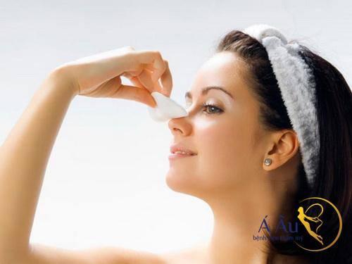 Chăm sóc sau nâng mũi quan trọng để có kết quả tốt.