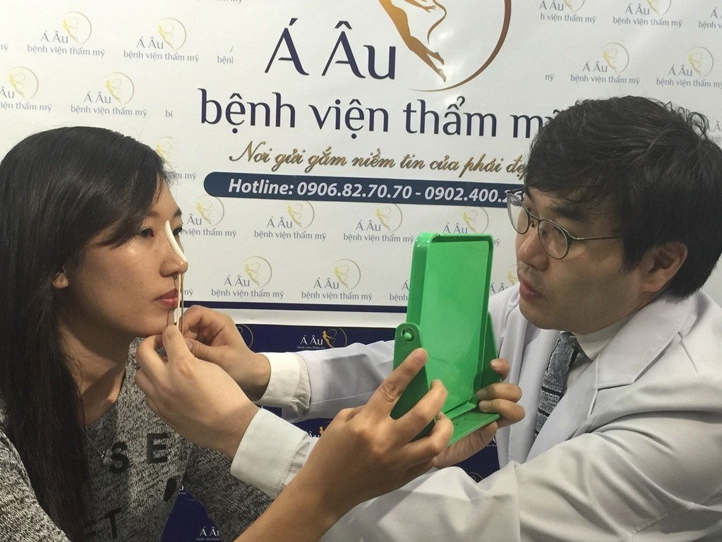 Quá trình phẫu thuật nâng mũi diễn ra nhanh chóng, an toàn.