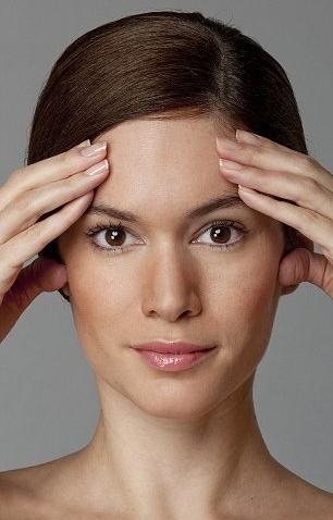 Bài tập kéo căng nếp nhăn tại mắt, lông mày và trán