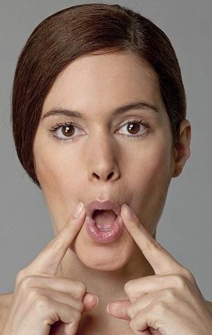 Bài tập làm căng vùng da từ mũi xuống miệng