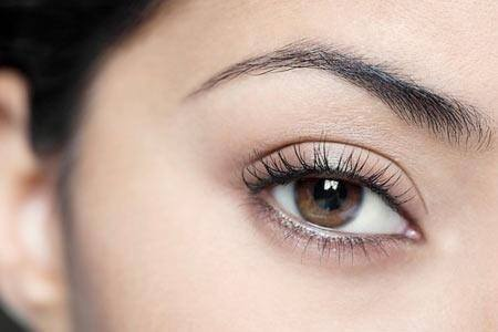 Bấm mí mắt Hàn quốc có ảnh hưởng gì tới thị lực của mắt không ?