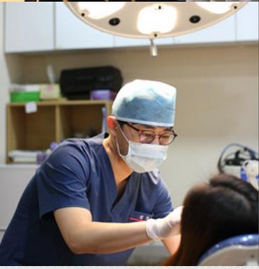 Đội ngũ chuyên gia bác sĩ Hàn quốc trực tiếp thực hiện.