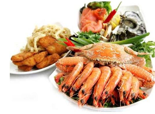 Kiêng ăn hải sản, đồ nếp để cắt mí mắt mau lành