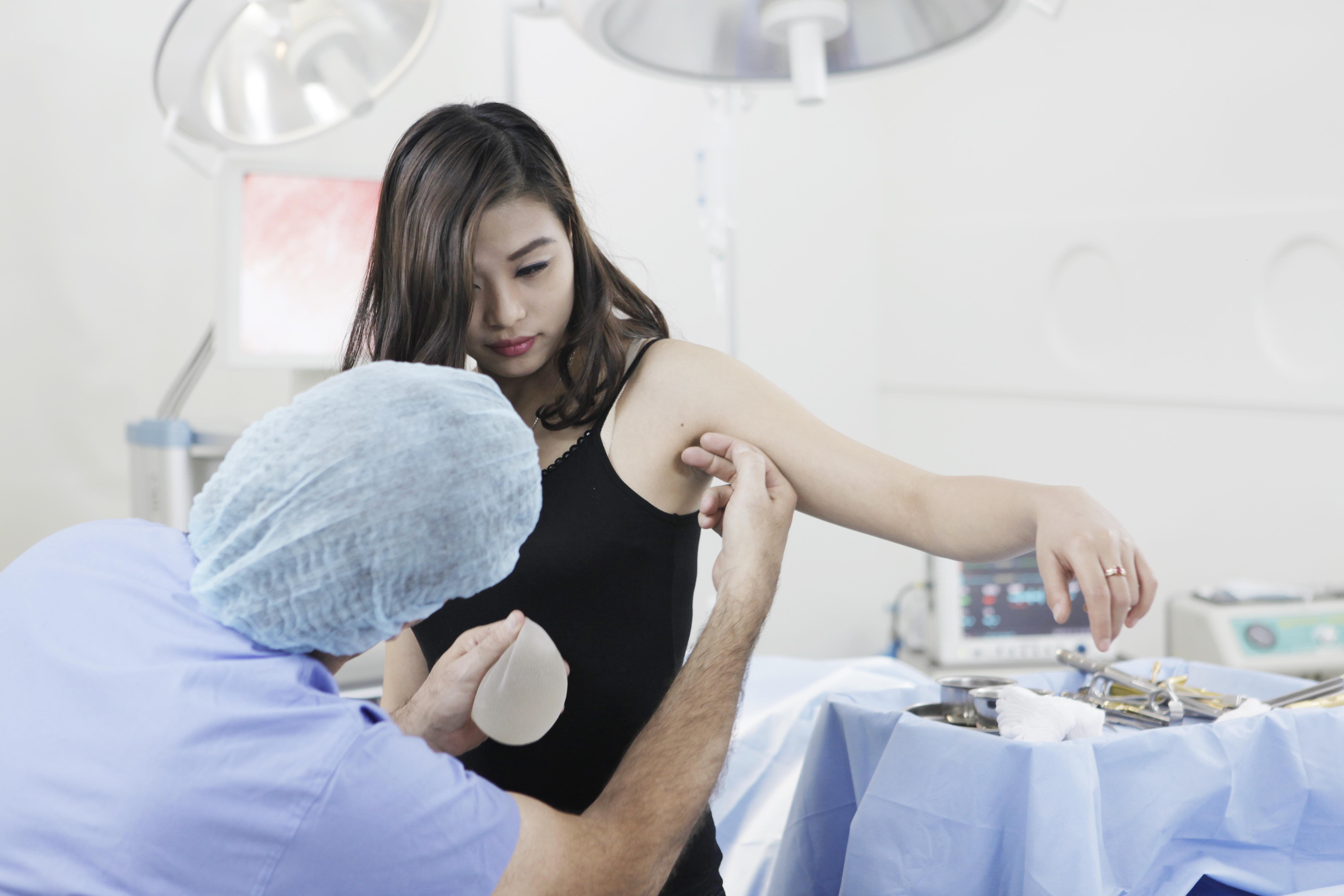 Quy trình thăm khám và tư vấn nâng ngực chuyên nghiệp tại BVTM Á Âu