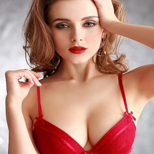 Bơm ngực nội soi có bị chảy xệ ngực hay không