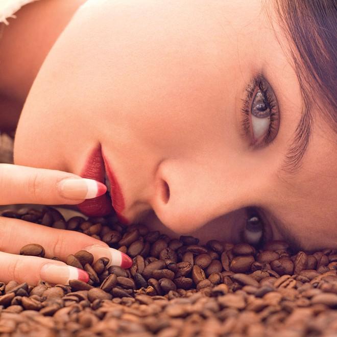 làm hồng cô bé bằng cà phê