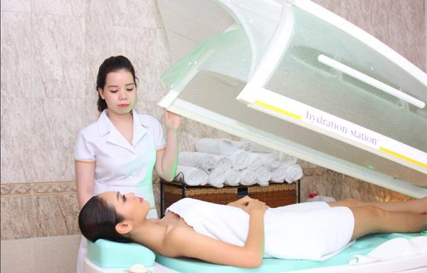 Công nghệ tắm trắng y khoa Mika White giúp loại bỏ tình trạng không đều màu của làn da Phương Linh.