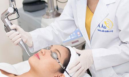 Điều trị với tế bào gốc và laser thế hệ mới
