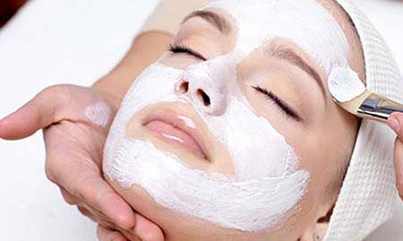 Đắp mặt nạ, và bổ sung dưỡng chất cho da