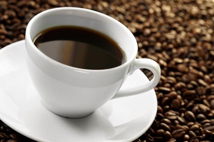 Cách làm hồng vùng kín hãm cà phê với nước ấm