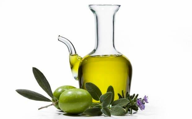 trị rạn da bằng dầu oliu 3
