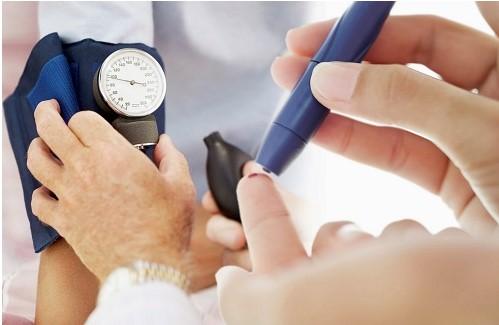 Kiểm tra sức khỏe trước khi hút mỡ tại bệnh viện Á Âu