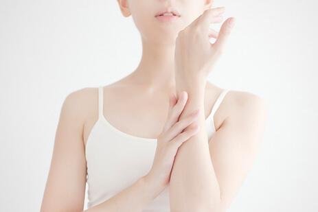 tắm trắng toàn thân có bao gồm mặt không