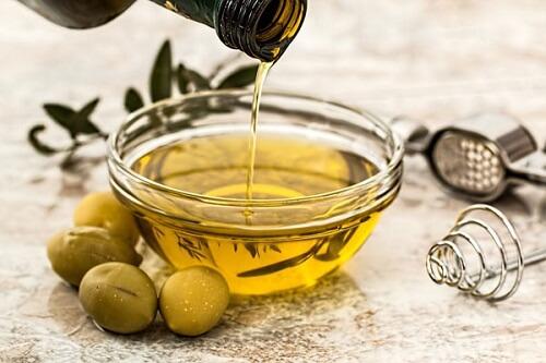 trị sẹo rỗ bằng dầu oliu 3