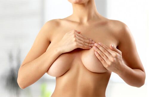 vì sao ngực bị chảy xệ