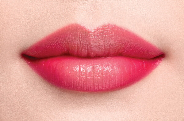 Giá tiêm môi trái tim