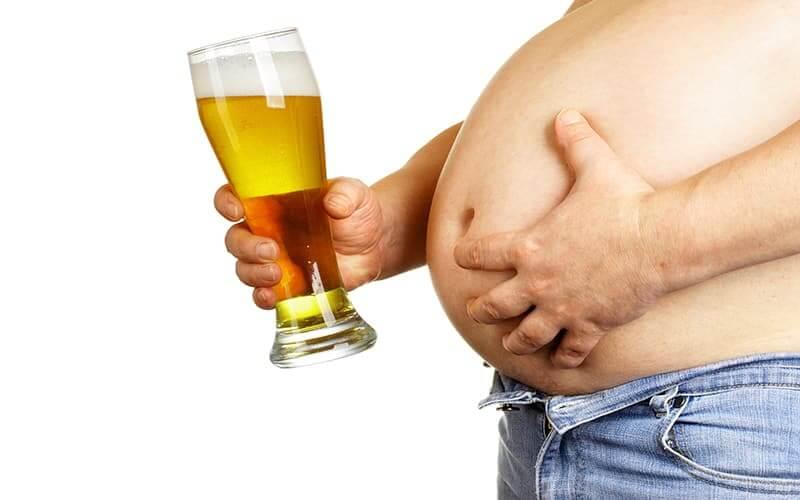 Bia là chất chưa nhiều calo gây mỡ bụng