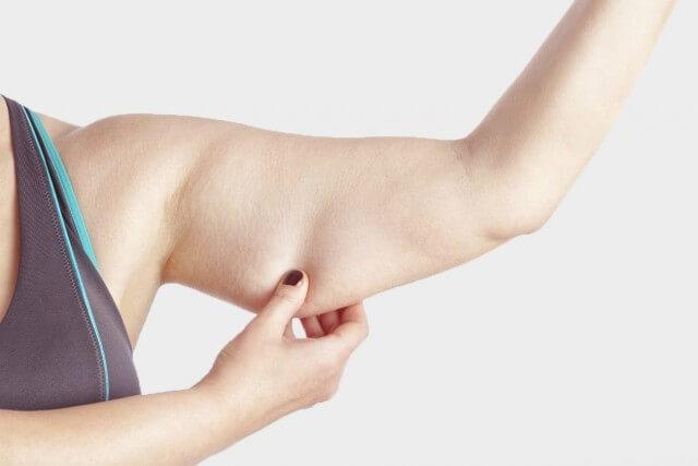 Phụ nữ có mỡ bắp tay không được đẹp