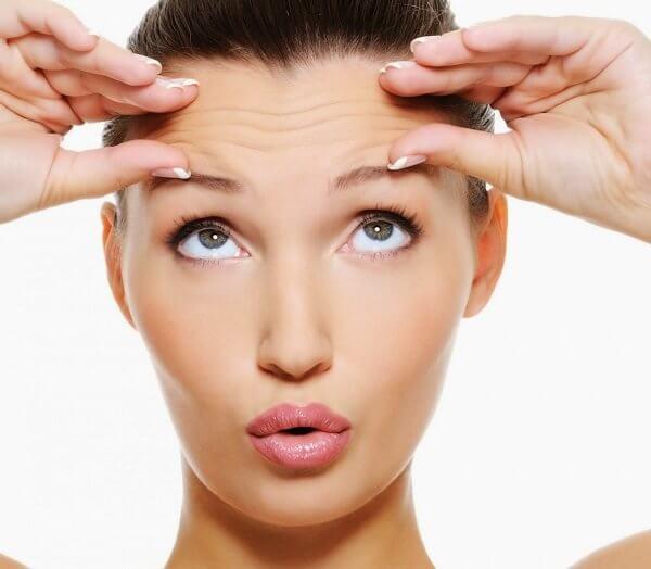 Trán xuất hiện nếp nhăn làm gương mặt già hơn